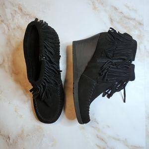 VGUC Minnetonka black fringe bootie.  Size 8